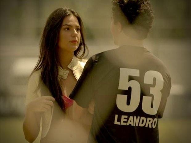 """Em """"Avenida Brasil"""", Suelen diz que quer morar com Leandro, mas o jogador dispensa a periguete (24/9/12)"""