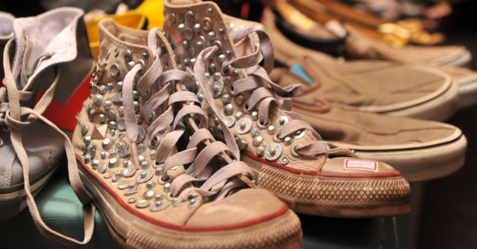 Roupas e calçados também têm lugar no Caos. Uma área é dedicada ao vestuário, como um brechó.