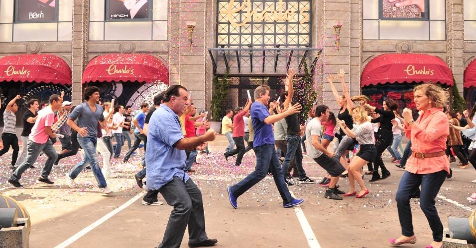 """Tony Ramos e Glória Pires gravam cenas em que aparecem """"lutando"""" em """"Guerra dos Sexos"""" (2012)"""