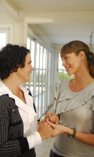 """Ana Paula Arósio e Luana Piovani no seriado """"Na Forma da Lei"""" (2010)"""