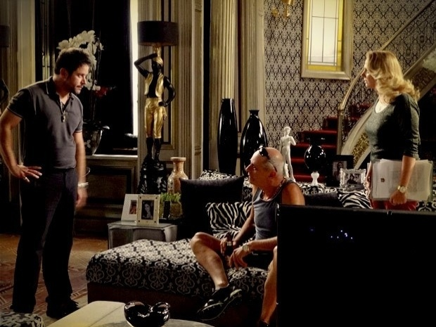 """Em """"Avenida Brasil"""", Tufão conta que Ágata e Jorginho são filhos de Max, mas Ivana não acredita (26/9/12)"""