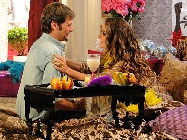 """Em """"Cheias de Charme"""", Laércio e Chayene selam parceria (26/9/12)"""