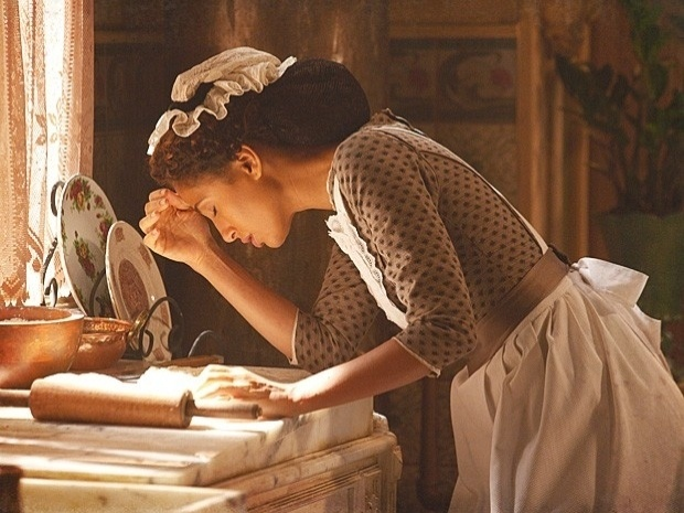 "Em ""Lado a Lado"", Isabel sente enjoo e desconfia de gravidez (26/9/12)"