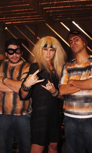 """Leandro Hassum, Luana Piovani e Marcius Melhem em episódio do programa """"Correndo Atrás"""" (2005)"""