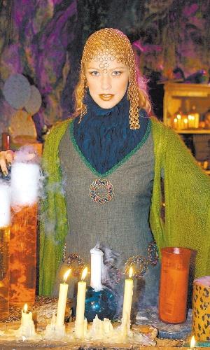 """Luana Piovani como Morgana em episódio do """"Sítio do Pica Pau Amarelo"""" (2003)"""