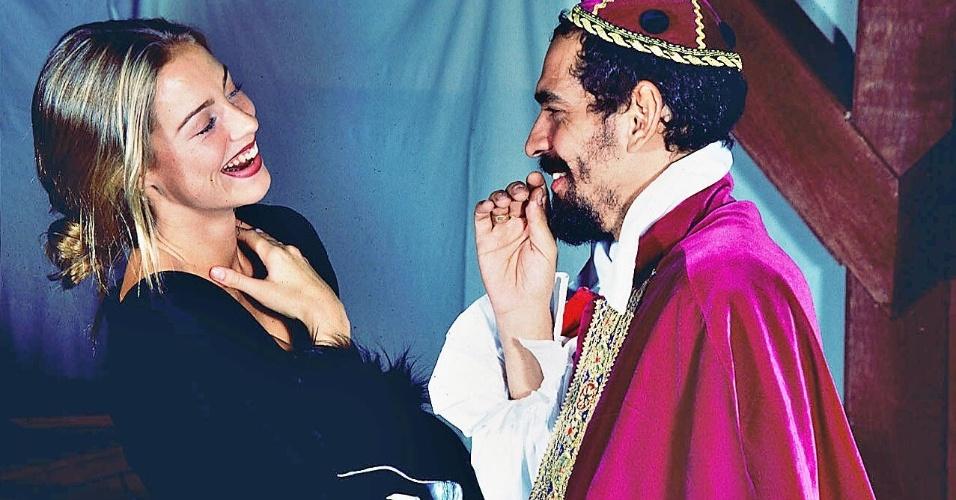 """Luana Piovani e Gaspar Filho no espetáculo teatral """"D'Artagnan e Os Três Mosqueteiros"""" (1998)"""