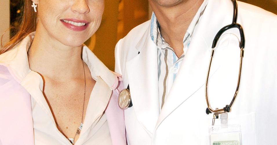 """Luana Piovani e Marcelo Antony no programa """"Dicas de um Sedutor"""" (2006)"""