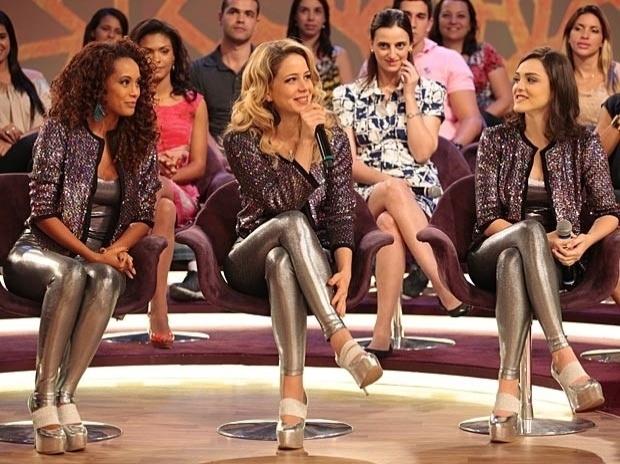 """Em """"Cheias de Charme"""", Chayene acerta os nomes e pede desculpas para as Empreguetes no programa de Fátima Bernardes (27/9/12)"""