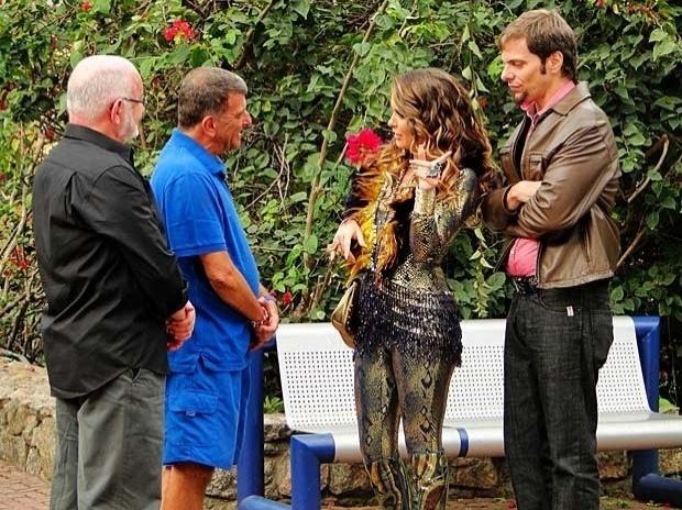 """Em """"Cheias de Charme"""", Chayenne pede um papel em """"Guerra dos Sexos"""" para Silvio Abreu e Jorge Fernando (27/9/12)"""