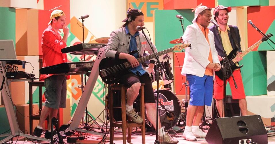 """A banda Salcifufu durante as gravações do programa """"Papo de Mallandro"""""""