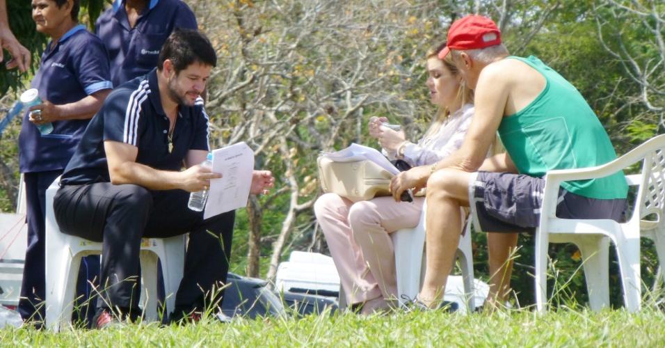 """Murilo Benício, Adriana Esteves e Marcos Caruso se preparam para gravar cenas da novela """"Avenida Brasil"""" (28/9/12)"""