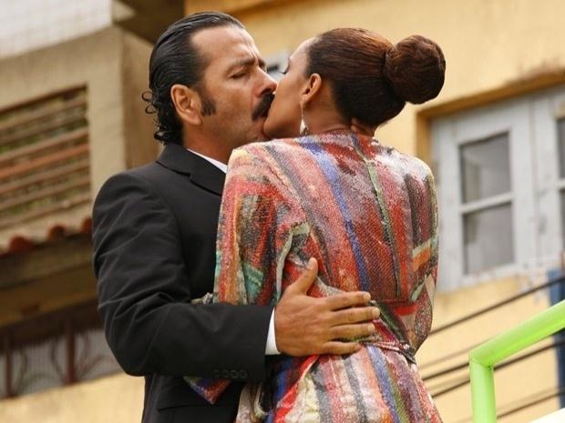 """No último capítulo de """"Cheias de Charme"""", Penha reata com Sandro (28/9/12)"""