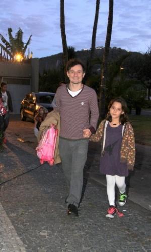 """O ator Enrique Diaz se reuniu com o elenco de """"Cheias de Charme"""" para assistir ao último capítulo da novela em uma churrascaria, no Rio (28/9/12)"""