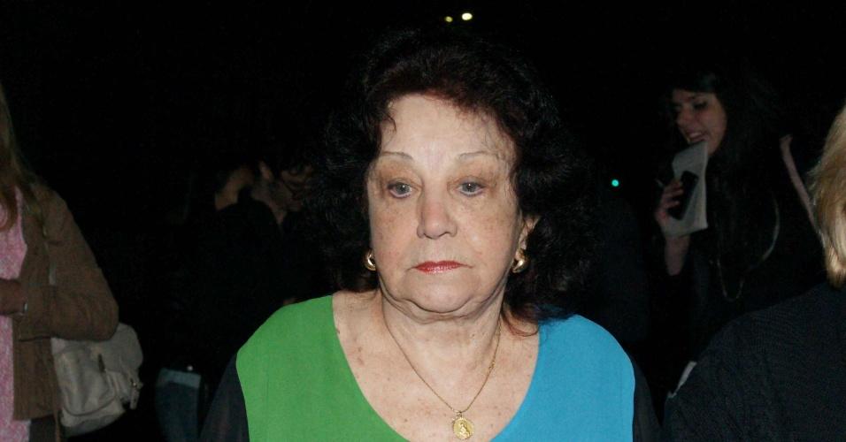 Emocionada, Lolita Rodrigues, amiga de Hebe há 68 anos, chega ao velório (29/9/12)
