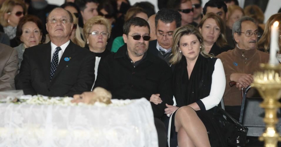 Ao lado do filho de Hebe Camargo, Marcello, Paulo Maluf acompanha a missa realizada por Padre Marcelo Rossi (29/9/12)