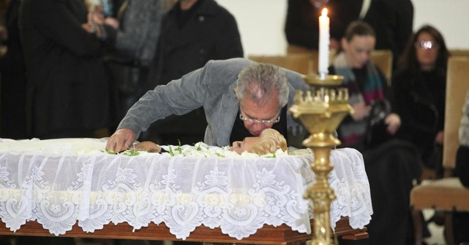 Carlos Alberto de Nóbrega se despede de Hebe Camargo no Palácio dos Bandeirantes, em São Paulo (29/9/12)