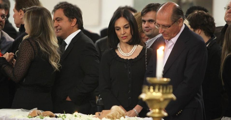 O governador de São Paulo Geraldo Alckmin e sua mulher Lúcia no velório de Hebe Camargo, no Palácio dos Bandeirantes (29/9/12)