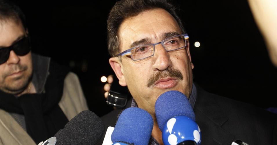 Ratinho concede entrevista a jornalistas no velório da Hebe no Palácio dos Bandeirantes (29/9/12)