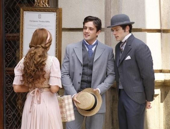 """Em """"Lado a Lado"""", Teodoro tem outra chance com Alice, mas Carlota chega e atrapalha tudo"""