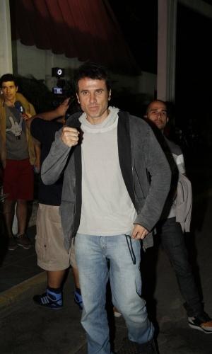 """O ator Eriberto Leão se reuniu com o elenco de """"Guerra dos Sexos"""" para assistir ao primeiro capítulo da novela em uma churrascaria na zona sul do Rio (1/10/12)"""