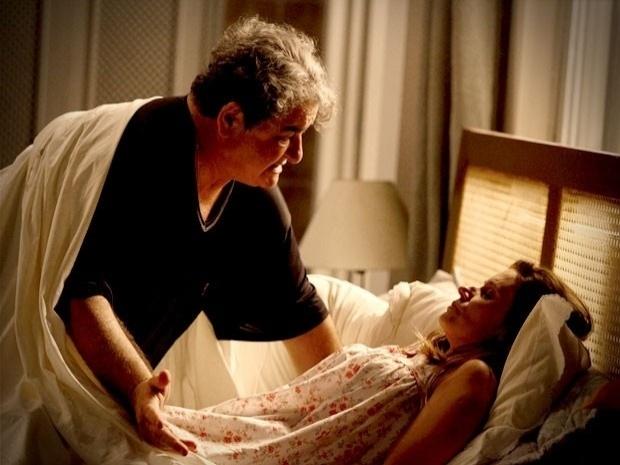 """Em """"Avenida Brasil"""", Dolores volta a ser atriz pornô e abandona Diógenes na lua de mel (2/10/12)"""