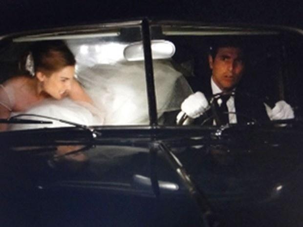 """Em """"Guerra dos Sexos"""", Analú foge de seu casamento com ajuda de Nando (2/10/12)"""