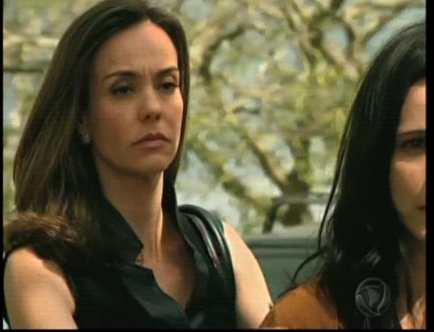 Maria descobre por meio do chefe da organização que Martim matou seu pai e vai embora