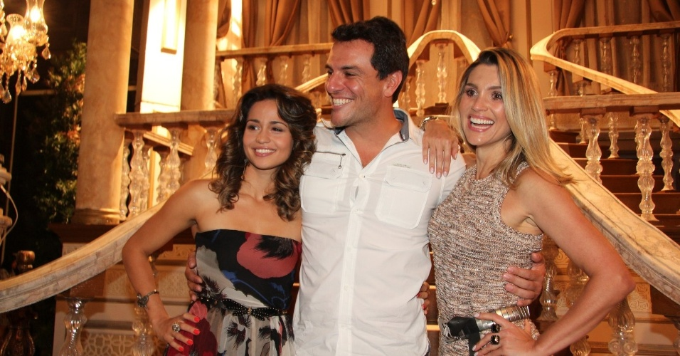 """Nanda Costa, Rodrigo Lombardi e Flávia Alessandra estão no elenco da novela da TV Globo """"Salve Jorge"""", no Projac, Rio de Janeiro (2/10/2012)"""