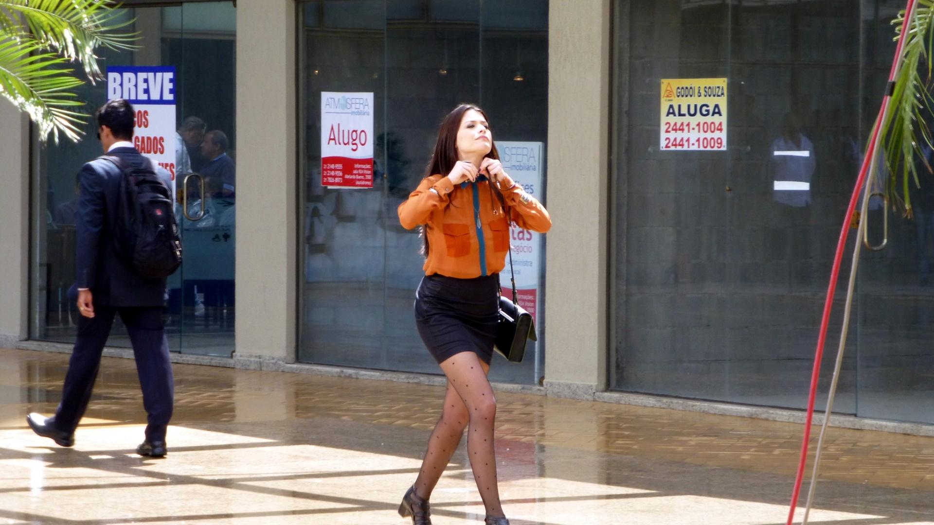 A atriz Alinne Moraes grava cenas do seriado
