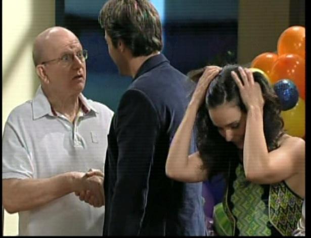 Eduardo fala para Otávio que conseguiram descobrir o paradeiro de Tereza e da organização