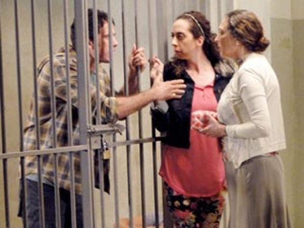 """Em """"Guerra dos Sexos"""", Ulisses é preso acusado de ter planejado o sequestro de Analú (3/10/12)"""