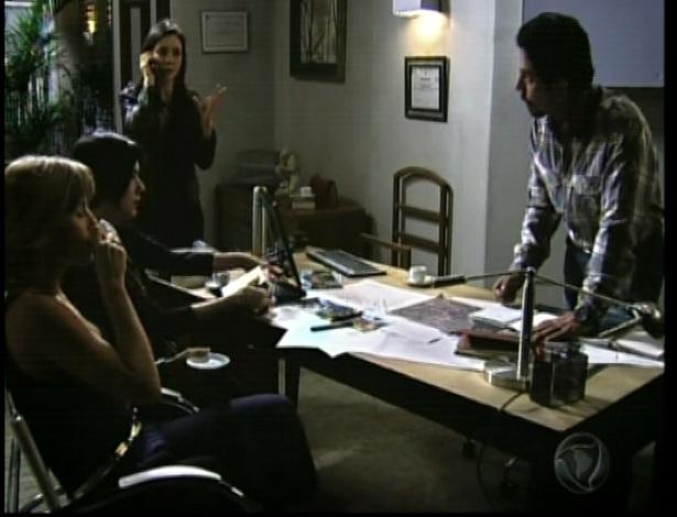 Maria contrata um comparsa da organização para tirar Otávio da fazenda
