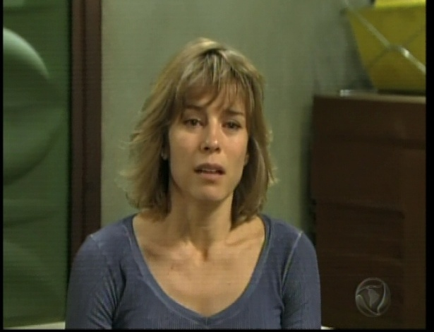 Maria leva a notícia que Décio morreu para a mulher dele