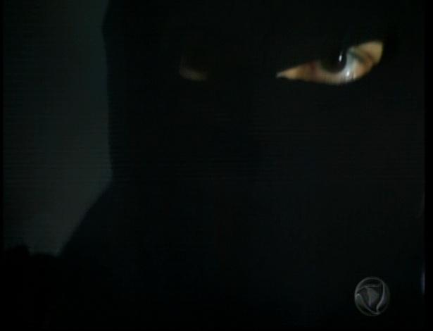 Um outro atirador acerta Eneida e ela morre