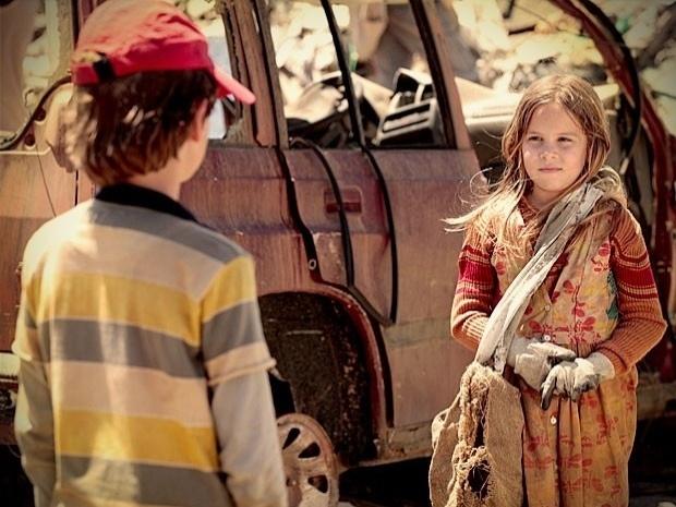 """Em """"Avenida Brasil"""", Carminha lembra de quando conheceu Max no lixão e chora (4/10/12)"""