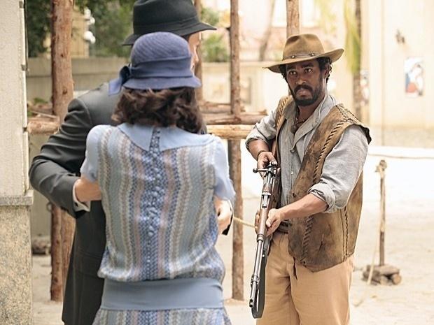 "Em ""Gabriela"", Berto volta a ameaçar Lindinalva e tenta sequestrá-la (4/10/12)"