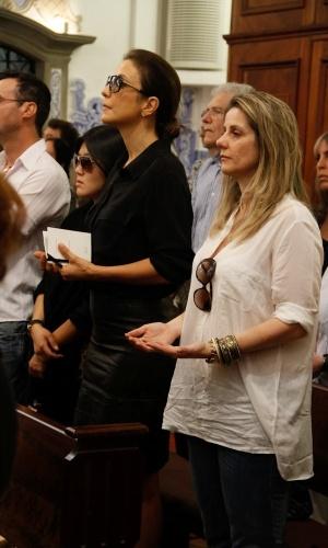 A cantora Ivete Sangalo se emociona durante a missa de sétimo dia de Hebe Camargo na igreja Nossa Senhora do Brasil, em São Paulo (5/10/12)