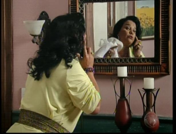Cremilda ouve tudo e diz que conseguirá tirar uma boa grana de Norberto se passando por madame Zenaide