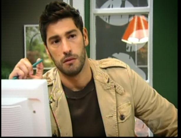Eduardo está na agência à espera de Norberto