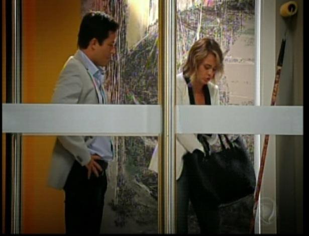 Isabel chega com Danilo e Dóris reconhece a arquiteta
