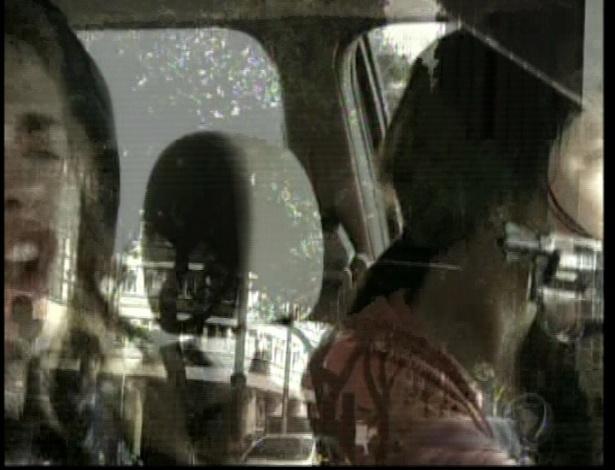 Isabel se joga do carro e Diva perde o controle
