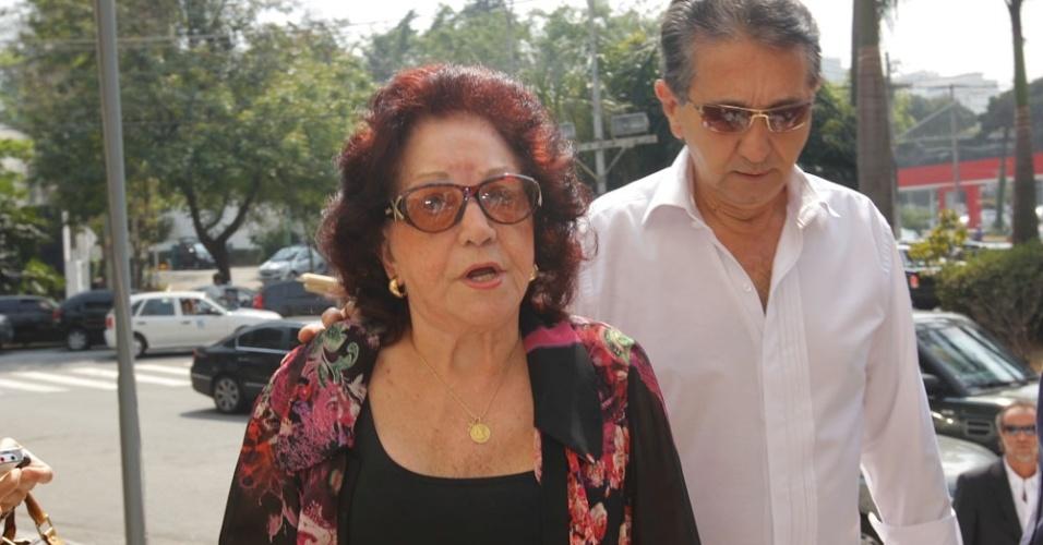 Lolita Rodrigues chega à igreja Nossa Senhora do Brasil, em São Paulo, para a missa de sétimo dia de Hebe Camargo (5/10/12)