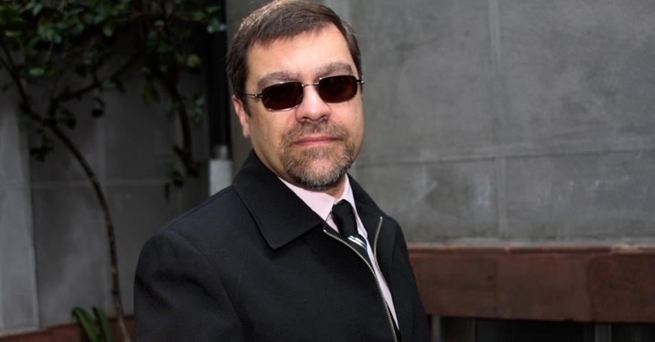 Marcelo Camargo, filho de Hebe Camargo, chega à igreja Nossa Senhora do Brasil, em São Paulo, para a missa de sétimo dia de Hebe Camargo (5/10/12)