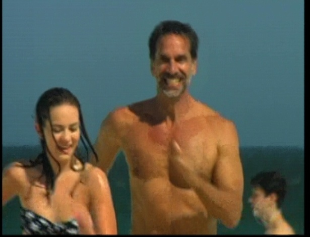Nestor e Thaís vão à praia