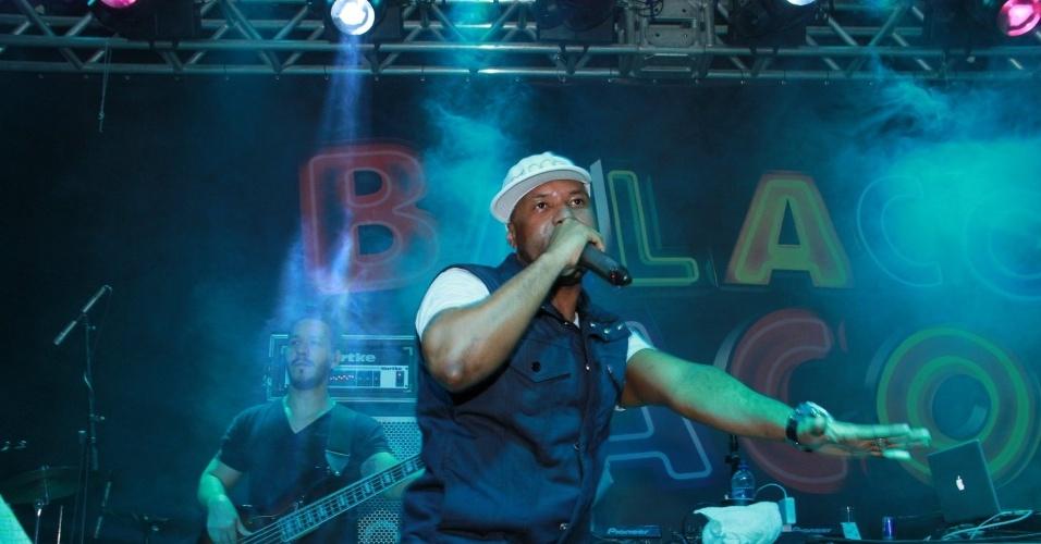 """O cantor Buchecha anima a festa de lançamento da novela """"Balacobaco"""", da Record, no Rio de Janeiro (4/10/12)"""