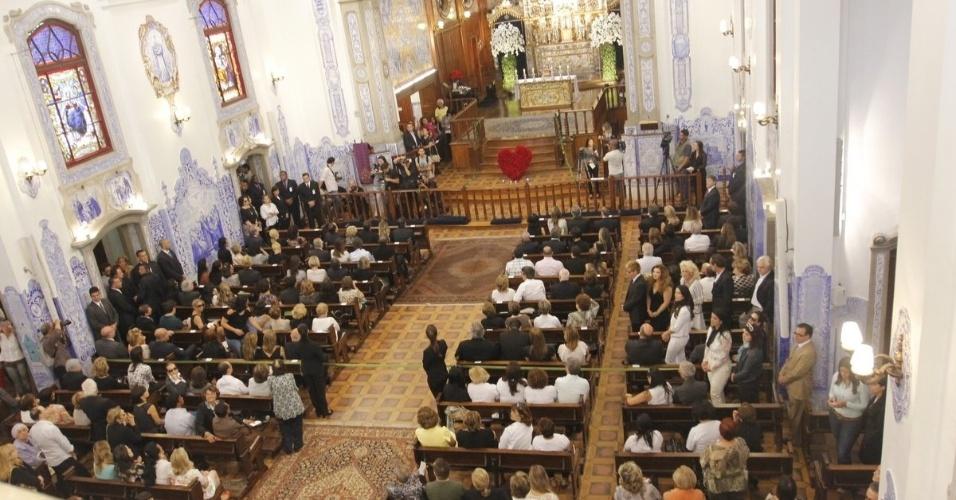 Vista geral da igreja Nossa Senhora do Brasil na missa em homenagem à apresentadora Hebe Camargo, em São Paulo (5/10/12)