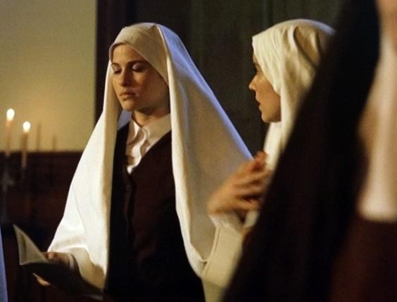 """Em """"Gabriela"""",  Gerusa sente tontura durante missa no convento"""