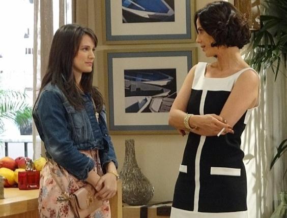 """Em """"Guerra dos Sexos"""", Carolina busca vaga na Charlô's com a ajuda da mulher de Fábio"""