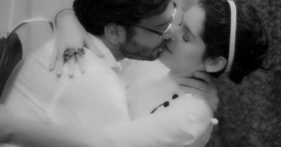 """Maria Flor e Armando Babaioff vivem par romântico em """"Do Amor"""" (9/10/12)"""