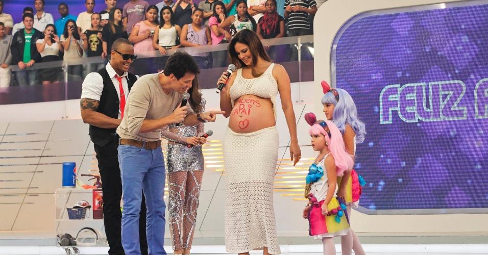 """A família de Rodrigo Faro o visita no """"O Melhor do Brasil"""" para comemorar o aniversário do apresentador, que faz 39 anos no dia 20 de outubro (10/10/12)"""